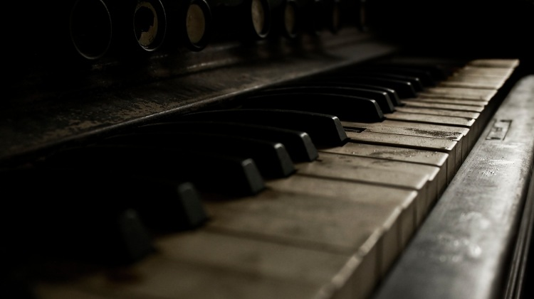 http://images4.fanpop.com/image/photos/20400000/Piano-piano-20460798-1920-1080.jpg